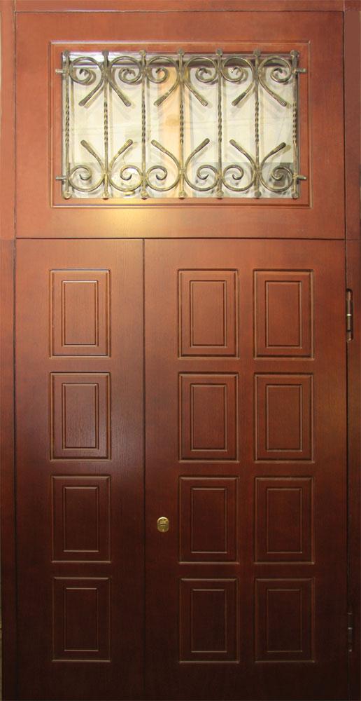 тамбурные двери металлические с деревом и стеклом